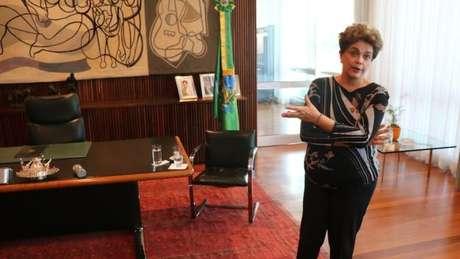 """Dilma reconhece a dificuldade de aprovar um plebiscito sobre novas eleições, mas diz que é preciso """"lutar"""""""