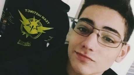 Daniel Tardoqui já tem um moletom do time Instinto e comprou pacote maior de internet para o celular