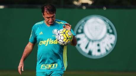 Depois de decidir 'tirar' Verdão de São Paulo mais cedo, Cuca se divertiu em treino (Foto: Agência Palmeiras)