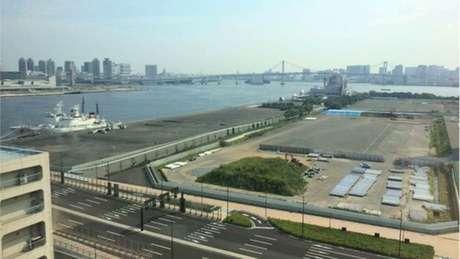 Local onde será construída a Vila dos Atletas e que deve dar lugar a condomínio de luxo com vista para a baía de Tóquio