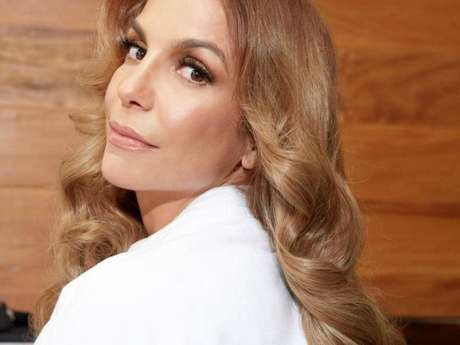 Ivete Sangalo adotou cabelo mais claro para a campanha da marca Koleston