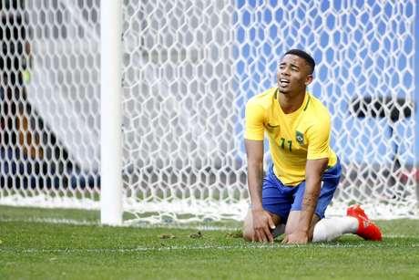 Gabriel Jesus lamenta chance de gol perdida