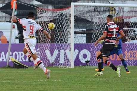Chavez teve três chances de gol e marcou duas vezes na capital pernambucana (Foto:Pablo Kennedy/Lancepress!)