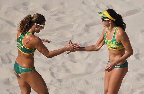 Larissa e Talita fazem bonito no vôlei de praia
