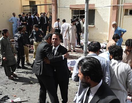Atentado suicida en hospital deja al menos 63 muertos — Pakistán