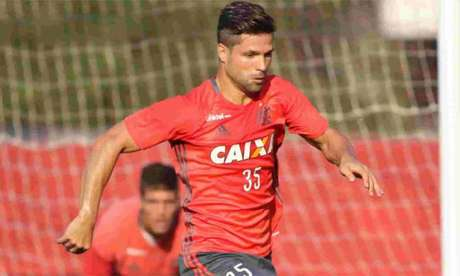 Diego jogou primeiro tempo do jogo-treino e teve boa movimentação (Foto: Gilvan de Souza/Flamengo)