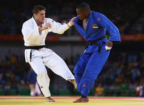 Judoca carioca não deu chance ao moçambicano