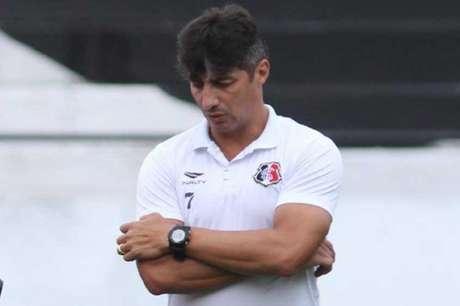 Com a saída de Milton Mendes, quem assume o Santa Cruz é Adriano Teixeira (Foto:Peu Ricardo)