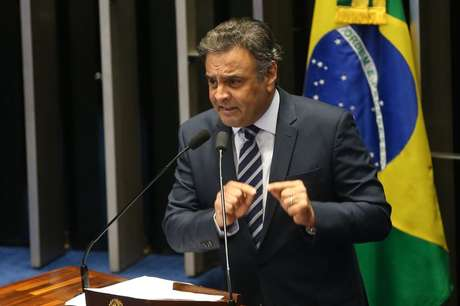 Senador Aécio Neves durante sessão do impeachment de Dilma no Senado