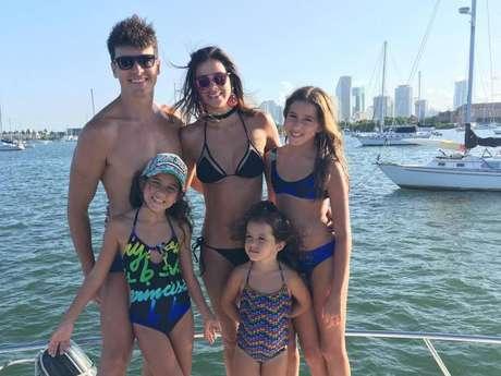 Vera Viel curtiu um mês de férias em Orlando e Miami com o marido, o apresentador Rodrigo Faro, e com as três filhas