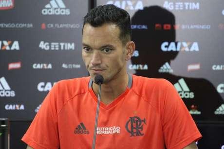 Réver disse que o Flamengo precisa se impor contra o Grêmio, no Mané Garrincha (Foto: Gilvan de Souza/Flamengo)