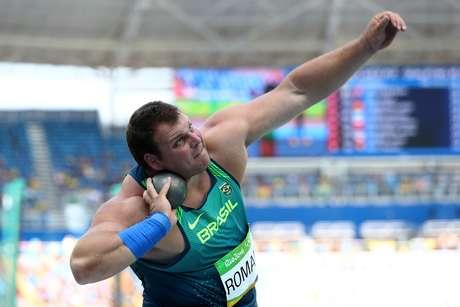 Alegria dupla: Darlan Romani bateu o recorde brasileiro e se garantiu na final do arremesso de peso