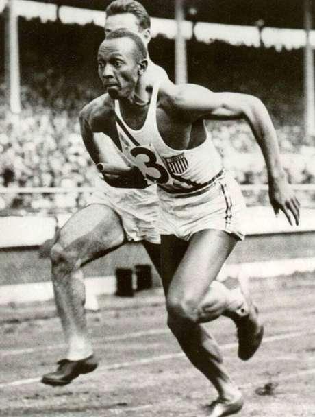 Embora seja considerado um ícone do olimpismo, da superação e da igualdade pelo esporte, Jesse Owens nunca teve, em vida, o reconhecimento digno de seus feitos – apesar de ter batido oito recordes mundiais, em diversas modalidades