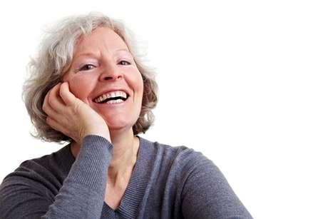 Pessoas mais velhas também sofrem menos com a sensibilidade dental comumente associada a esse tratamento