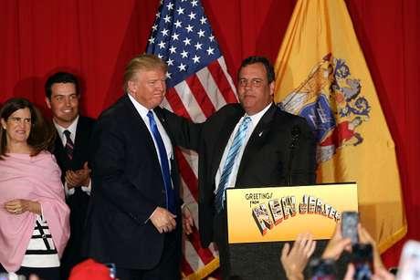 Candidato presidencial republicano Donald Trump ao lado do governador de Nova Jersey Chris Christie durante a campanha em 19 de maio de 2016.