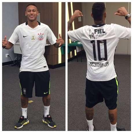 3d22ebad95bb Corinthians celebra ouro com foto de Neymar: 'Manto mágico'