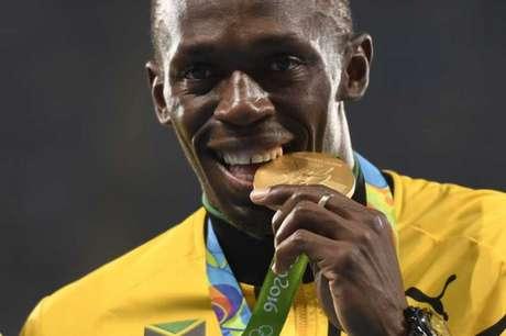 Usain Bolt recebeu neste sábado a medalha de ouro do revezamento 4 x 400 m (Foto: AFP PHOTO)