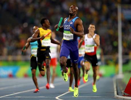 Lashawn Merritt fecha o revezamento para os EUA, que faturou a medalha de ouro na prova
