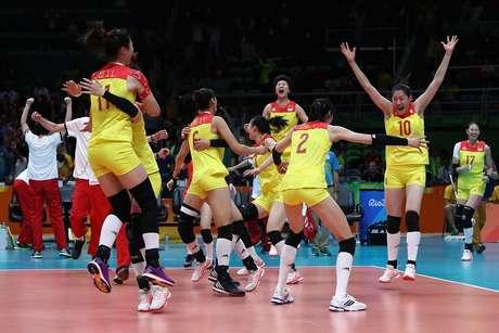 Jogadoras da China comemoram a conquista da medalha de ouro no vôlei feminino da Rio 2016