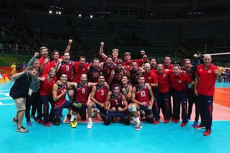 Seleção norte-americana comemora a medalha de bronze na Olimpíada Rio 2016