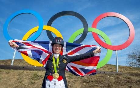 Charlotte comemora seu segundo ouro seguido no adestramento individual