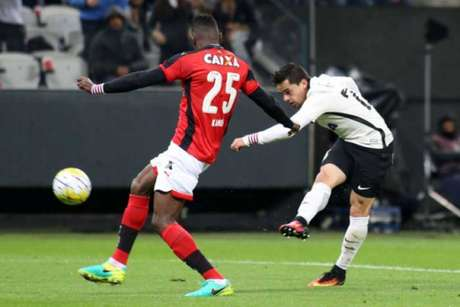 Corinthians venceu o Vitória por 2 a 1, nesta segunda-feira, na Arena, em Itaquera