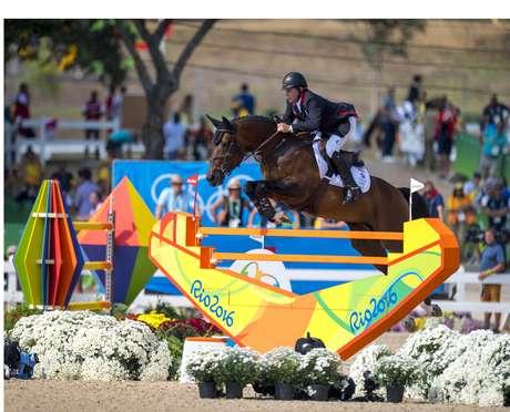 Nick Skelton e seu cavalo Big Star, medalhista de ouro no salto individual