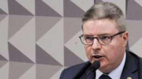 Anastasia recomendou julgamento de Dilma em duas fases do processo