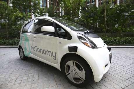 Un automóvil autónomo está estacionado para su primera prueba de manejo en Singapur, el miércoles 24 de agosto de 2016. Los primeros taxis autónomos del mundo comenzarán a recoger pasajeros en Singapur a partir del jueves 25.