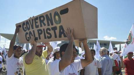 Principal 'arma' da defesa de Dilma tem sido questionar a legitimidade do impeachment