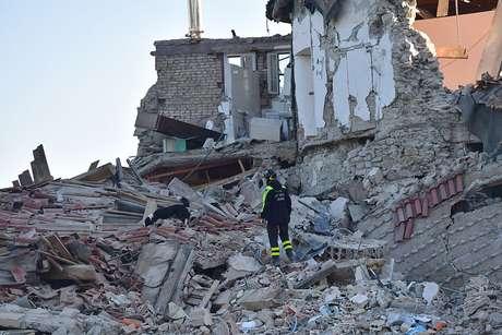 Escombros provocados por terremoto que atingiu a localidade de Amatrice, na região central da Itália