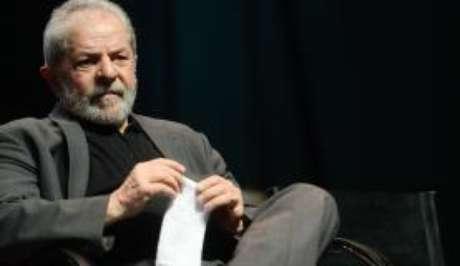 Segundo a defesa do ex-presidente, o triplex no Guarujá é de propriedade da OAS e não de Lula