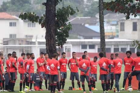 Jogadores do Flamengo se reúnem em treino (Foto: Gilvan de Souza / Flamengo)