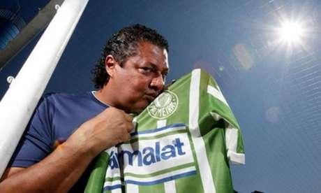 Zagueiro campeão brasileiro em 1993 e 1994 pelo Palmeiras, Tonhão também é candidato a vereador em São Paulo