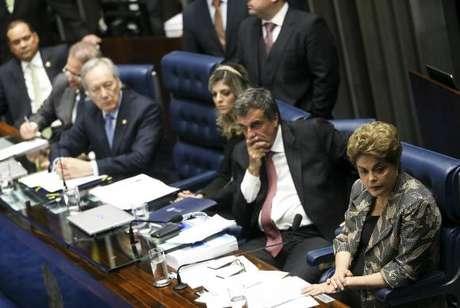 Brasília - Ontem a presidenta afastada Dilma Rousseff respondeu a perguntas de 48 senadores, em sessão que durou 14 horas