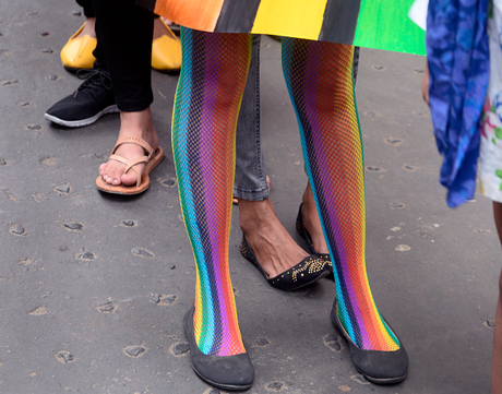 Critican a Charlize Theron por vestir a su hijo de princesa — FOTOS