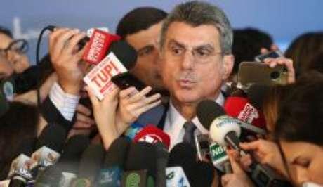 Em resposta a líderes do PSDB, Romero Jucá disse que a hora é união