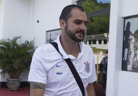 Danilo fraturou a tíbia e a fíbula da perna direita em uma dividida no treino do Corinthians dessa última terça-feira (30)