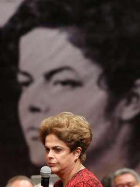 Julgamento de impeachment Rousseff no Senado foi comparado a seu julgamento durante a ditadura militar, imortalizado por foto