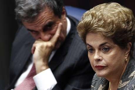 Na imagem, o ex-ministro José Eduardo Cardozo e Dilma Rousseff durante defesa no processo de impeachment no Senado
