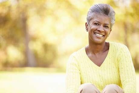 O processo de envelhecimento da pele demanda cuidados especiais com seu rosto
