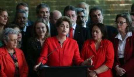 """Dilma prometeu fazer """"a mais determinada oposição que um governo golpista pode sofrer"""""""