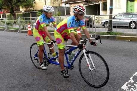 Márcia Fanhani e a pilotoMariane Ferreira integram a equipe brasileira(Foto: Divulgação)