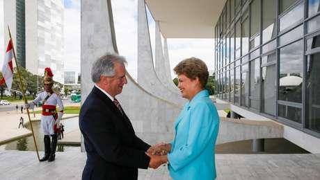 Dilma Rousseff durante encontro com o Presidente do Uruguai, Tabaré Vázquez, em Brasília, no ano passado