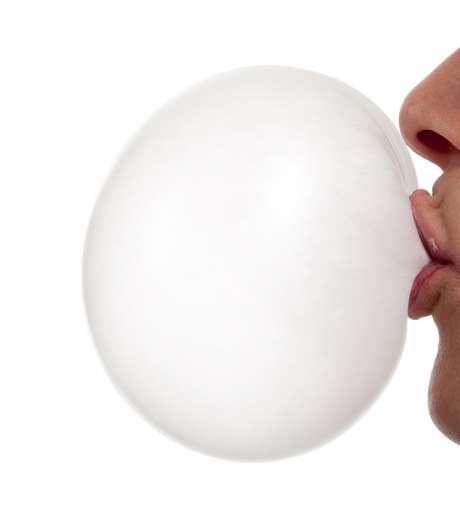 Pesquisas científicas indicam que o uso do Xilitol em gomas de mascar pode reduzir a quantidade de Streptococcus mutans e claro, de placa bacteriana