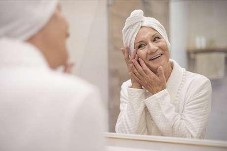 Eleja cremes que combinem com seu tipo de pele, ao invés de ficar combinando inúmeros produtos