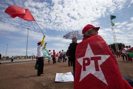 Os governos petistas  incentivaram a aprovação de leis para combater a corrupção, como a Lei da Ficha Limpa, a Lei de Acesso à Informação, entre outras. Quando a Lava Jato já havia estourado, a presidente Dilma também evitou fazer mudanças no comando da PF e do MP.