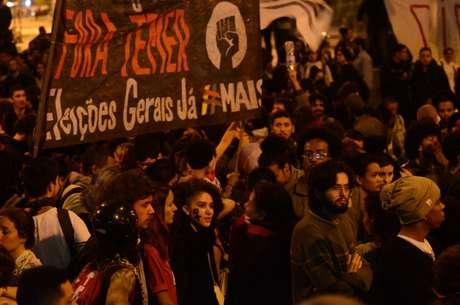 Um grupo de oito manifestantes foi detido durante o protesto, dentre eles, quatro adolescentes.