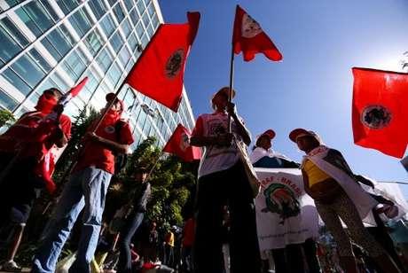 Representantes de movimentos sociais ocupam o prédio do Ministério do Planejamento