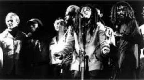 Foram feitos mais de 80 disparos contra Marley e os músicos; a bala passou perto do coração do cantor